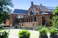 Architekturbilder aus dem Hamburger Stadtteil Eimsbüttel - Bezirk Eimsbüttel; Badeanstalt Hohe Weide. Das denkmalgeschützte Gebäude wurde1895 errichtet - Architekt Frank Meyer.