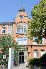 Architekturbilder aus dem Hamburger Stadtteil Eimsbüttel - Bezirk Eimsbüttel; Eingang der Schule Weidenstieg - errichtet 1895.