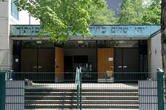 Architekturbilder aus dem Hamburger Stadtteil Eimsbüttel - Bezirk Eimsbüttel; Eingang der Synagoge Hohe Weide. Das Gebäude wurde 1960 errichtet, Architekten Karlheinz Wongel und Franz May.