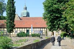 Bilder von der historischen Hansestadt Fürstenau im Landkreis Osnabrück - Bundesland Niedersachsen; Brücke über den Burggraben / Schlossteich  vom  Fürstenauer Schloss. Das Schloss Fürstenau  ist eine ehemalige Landesburg des Fürstbistums Osnabrück,