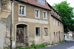 Fotos von der Stadt Löbau in der sächsischen Oberlausitz; spätbarocker Straßenzug in der Äußeren Zittauer Straße - Fassadenaufschrift Restauration von G. Niepel.