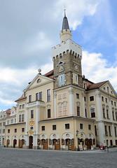 Fotos von der Stadt Löbau in der sächsischen Oberlausitz; Rathaus, errichtet nach 1711 - Turm aus dem 15. Jahrhundert.