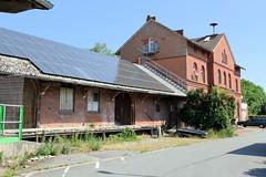 Bilder von der historischen Hansestadt Fürstenau im Landkreis Osnabrück - Bundesland Niedersachsen; ehemaliges Bahnhofsgebäude und Güterschuppen mit Laderampe am Bahnhofsplatz. Der Personenverkehr mit dem Zug wurde um 1969 eingestellt - die gesamte