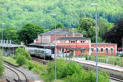 Fotos von der Stadt Löbau in der sächsischen Oberlausitz; Blick über die Bahngleise auf das Empfangsgebäude des 1846 eröffneten Bahnhofs, Umbau 1878.