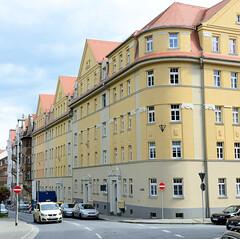 Fotos von der Stadt Löbau in der sächsischen Oberlausitz; Mietshaus in geschlossener Bebauung an der Äußeren Bautzener Straße - das Gebäude steht unter Denkmalschutz und wurde um 1912 errichtet.