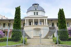 Fotos von der Stadt Löbau in der sächsischen Oberlausitz;  Gebäude vom König Albert Bad / Stadtbad in der Brunnenstraße. Spätklassizistisches Badehaus, errichtet 1876 - Architekt Ernst Giese.