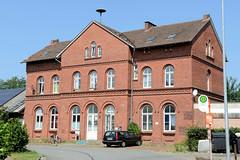 Bilder von der historischen Hansestadt Fürstenau im Landkreis Osnabrück - Bundesland Niedersachsen; ehemaliges Bahnhofsgebäude Bahnhofsplatz. Der Personenverkehr mit dem Zug wurde um 1969 eingestellt - die gesamte Restbahnstrecke wurde 1992 auch für
