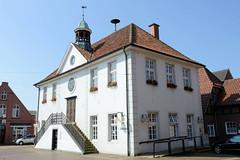 Bilder von der historischen Hansestadt Fürstenau im Landkreis Osnabrück - Bundesland Niedersachsen; Rathausgebäude der Stadt am Markt.