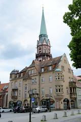 Fotos von der Stadt Löbau in der sächsischen Oberlausitz; Jugendstilgebäude am Nikolaiplatz, errichtet 1905 - im Hintergrund der Kirchturm der St. Nikolai Kirche.