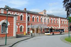 Fotos von der Stadt Löbau in der sächsischen Oberlausitz; Empfangsgebäude des 1846 eröffneten Bahnhofs, Umbau 1878,