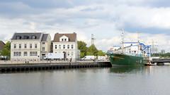 Das ehem. Rettungsschiff Sea-Eye hat am Lotsenkanal im Hafen von Hamburg Harburg festgemacht-