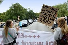 Swarming-Aktion der Extinction Rebellion Gruppe Hamburg Winterhude am Moorfuhrtweg.