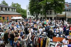 Flohmarkt am Winterhuder Kulturzentrum Goldbekhaus; Flohmarktstände - es sind keiner kommerziellen Händler*innen zuglassen.