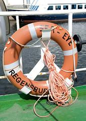 Das ehem. Rettungsschiff  Sea-Eye hat am Lotsenkanal im Hafen von Hamburg Harburg festgemacht; Rettungsring, Heimathafen Regensburg.