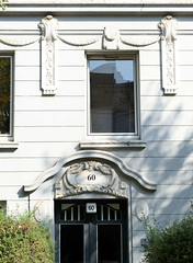 Architekturfotos aus dem Hamburger Stadtteil Eimsbüttel - Bezirk Eimsbüttel; Hauseingang mit Schmuckdekor in der Lutterothstraße.