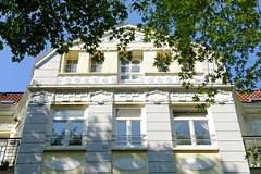 Architekturfotos aus dem Hamburger Stadtteil Eimsbüttel - Bezirk Eimsbüttel; Giebel, Mehrfamilienhaus in der Sartoriusstraße - errichtet 1910 - Architekt J. C. Hansen.
