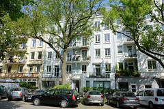 Architekturfotos aus dem Hamburger Stadtteil Eimsbüttel - Bezirk Eimsbüttel; Mehrfamilienhäuser / Geschäfte im Langenfelder Damm.