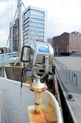 Das ehem. Rettungsschiff  Sea-Eye hat am Lotsenkanal im Hafen von Hamburg Harburg festgemacht; Suchscheinwerfer.