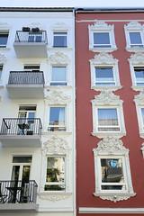 Architekturfotos aus dem Hamburger Stadtteil Eimsbüttel - Bezirk Eimsbüttel; Etagenhäuser mit aufwändigem Fassaden / Fensterschmuck, Dekor in der Rellinger Straße.