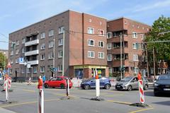 Bilder aus dem Hamburger Stadtteil Dulsberg - Bezirk Hamburg Nord. Blick über die Straßenkreuzung Straßburger Straße und Nordschleswiger Straße.