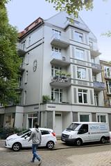 Fotos aus dem Hamburger Stadtteil Dulsberg - Bezirk Hamburg Nord. Wohnhaus / Eckgebäude an der Bredstedter Straße / Probsteier Straße.