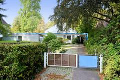 Marienthal ist ein Hamburger Stadtteil im Bezirk Hamburg Wandsbek. Wohnhaus mit Atelier in der Wandsbeker Straße Nöpps - das 1955 errichtete Gebäude steht unter Denkmalschutz - Architekt Horst Sandtmann.