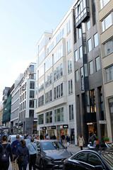 Fotos aus der Hamburger Einkaufsstraße Neuer Wall im Stadtteil Neustadt - Hamburgs Innenstadt. Mehrstöckige Geschäftshäuser - Neubauten im Neuen Wall.