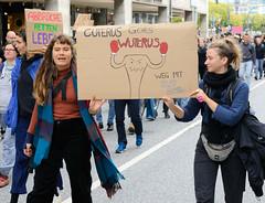 Demonstration Bündnis für sexuelle Selbstbestimmung Hamburg - Bundesweiter Aktionstag, Schwangerschaftsabbruch raus aus dem Strafgesetzbuch! Selbstgemaltes Pappschild mit der Aufschrift: CUTERUS GOES WUTERUS!
