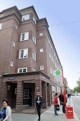Fotos aus dem Hamburger Stadtteil Dulsberg - Bezirk Hamburg Nord. Fotos aus dem Hamburger Stadtteil Dulsberg - Bezirk Hamburg Nord. Siedlungsbau an der Straßburger Straße; das Gebäude wurde 1928 errichtet und steht unter Denkmalschutz - Architekten K
