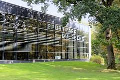 Bilder aus dem Hamburger Stadtteil Dulsberg - Bezirk Hamburg Nord. Glasarchitektur / Schwimmbad vom Sportpark, Olympiastützpunkt Dulsberg.
