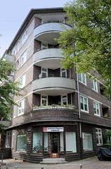 Fotos aus dem Hamburger Stadtteil Dulsberg - Bezirk Hamburg Nord. Eckgebäude mit runden BAlkons an der Angelnstraße / Probsteier Straße.