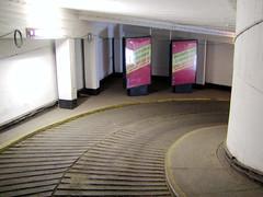 Fotos aus der Hamburger   Neustadt - Hamburgs Innenstadt.  Abriss vom Parkhaus des Alsterhauses an der Poststraße (2002).