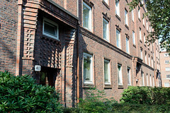 Bilder aus dem Hamburger Stadtteil Dulsberg - Bezirk Hamburg Nord. Wohnblock, Backsteinexpressionismus in der Krausestraße.