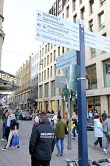 Fotos aus der Hamburger Einkaufsstraße Neuer Wall im Stadtteil Neustadt - Hamburgs Innenstadt. Blick vom Jungfernstieg in den Neuen Wall - die Geschäftsstraße wird von den Grundeigentümern als Business Improvement District (BID).