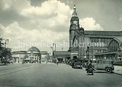 Historische Darstellungen vom Hamburger Hauptbahnhof im Stadtteil Sankt Georg; Taxis warten am Glockengießer Wall - im Hintergrund die Hamburger Kunsthalle.