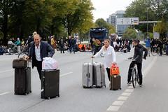 Straßenblockade,  Sitzblockade  an der Lombardsbrücke nach der Klimademo am 20.09.19 in der Hansestadt Hamburg.