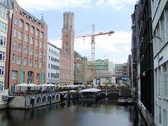 Fotos aus der Hamburger   Neustadt - Hamburgs Innenstadt.  Fotos aus der Hamburger   Neustadt - Hamburgs Innenstadt. Ältere Fotografie (ca. 2001) am Ende des Bleichenfleets - Abriss vom Parkhaus des Alsterhauses / Neubau.