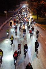 Critical Mass in Hamburg - monatliche Fahrradtour durch die Innenstadt der Hansestadt jeden letzten Freitag im Monat. Abendlichen Fahrt am  28.09.19. durch die City Nord / Überseering.