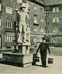 Hummelfigur beim Hummelbrunnen am Rademachergang in der Hamburger Neustadt.