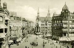 Altes Foto vom Rödingsmarkt, Alter Wall im Hamburgr Stadtteil Altstadt. Das Hochbahn Viadukt ist noch nicht errichtet und gibt den Blick auf das Fernmeldeamt in der Bildmitte frei, rechts davon das Mönkedammfleet.
