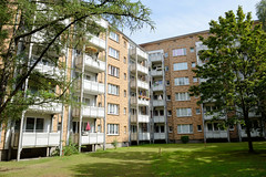 Bilder aus dem Hamburger Stadtteil Dulsberg - Bezirk Hamburg Nord. Rechtwinklige, moderne mehrstöckige Wohnhäuser in der Tondernstraße.