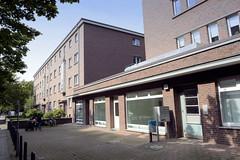 Bilder aus dem Hamburger Stadtteil Dulsberg - Bezirk Hamburg Nord.  Siedlungsbau an der Oberschlesischen Straße - die Wohnanlage mit Geschäften wurde 1928 errichtet und steht unter Denkmalschutz - Architekten Klophaus, Schoch, zu Putlitz.