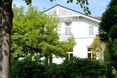 Marienthal ist ein Hamburger Stadtteil im Bezirk Hamburg Wandsbek. Wohnhaus mit geschnitztem Giebel  in der Octaviostraße - das Gebäude steht unter Denkmalschutz und wurde ca. 1880 errichtet.