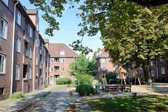Bilder aus dem Hamburger Stadtteil Dulsberg - Bezirk Hamburg Nord. Innenhof an der Weichselmünder Straße - Siedlungshäuser  errichtet 1923,  Architekten Butte & Hansen.