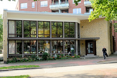 Bilder aus dem Hamburger Stadtteil Dulsberg - Bezirk Hamburg Nord. Unter Denkmalschutz ehem. Bücherhalle in der Eulenstraße, errichtet 1955 - Architekt John Suhr.