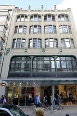 Fotos aus der Hamburger Einkaufsstraße Neuer Wall im Stadtteil Neustadt - Hamburgs Innenstadt. Historisches Kontorhaus - Haus Kirsten; errichtet 1908 - Architekt Alfred Löwengard.