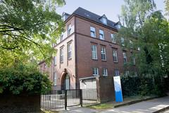 Marienthal ist ein Hamburger Stadtteil im Bezirk Hamburg Wandsbek.  Ehemaliges Stabsgebäude der Husarenkaserne, das jetzt als Kindertagesstätte genutzt wird.