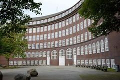 Fotos aus dem Hamburger Stadtteil Dulsberg - Bezirk Hamburg Nord. Schulgebäude an der Krausestraße, fertig gestellt 1923 - Architekt Fritz Schumacher; das Gebäude steht unter Denkmalschutz.