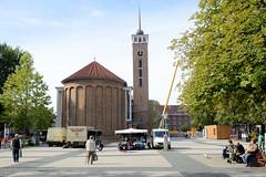 Bilder aus dem Hamburger Stadtteil Dulsberg - Bezirk Hamburg Nord. Wochenmarkt und Frohbotschaftskirche am Straßburger Platz.