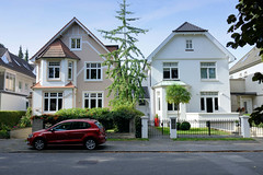 Marienthal ist ein Hamburger Stadtteil im Bezirk Hamburg Wandsbek. Stadtvillen mit kleinem Vorgarten in der Wandsbeker Claudiusstraße.
